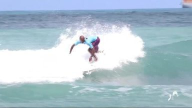 "Campeonato Cearense de Surfe chega ao fim na Praia de Iracema - Festival ""Ondas de Iracema"" teve como paisagem os verdes mares de Fortaleza."