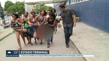 Sem maqueiros, pacientes são carregados no colo no Hospital Municipal Pedro II - Muitos pacientes reclamaram do atendimento nesta quarta-feira (11).