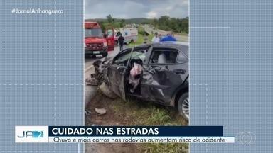Chuva pode aumentar risco de acidentes em rodovias neste final de ano em Goiás - Só nos primeiros dez dias deste mês, seis pessoas morreram em acidentes nas rodovias federais do estado.
