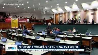 Deputados aprovam projeto de rescisão de contrato da Enel em primeira votação - A empresa disse, em nota, que conseguiu reduzir as interrupções por causa de investimentos que foram feitos desde que assumiu o serviço de energia em Goiás.