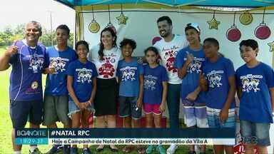 """Campanha de Natal da RPC no gramadão da Vila A - Uma das instituições beneficiadas pela campanha vai ser """"Um chute para o futuro""""."""