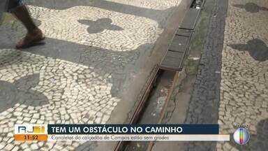 Canaletas do calçadão de Campos, RJ, estão sem grades - Um perigo para as pessoas que passam pelo local.