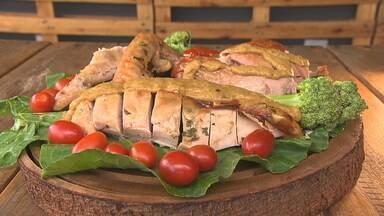 Chef dá dicas para deixar a carne do peru macia - Prato tradicional na ceia de natal ganha sabor com ingredientes simples.