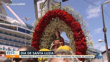 Devotos participam de procissão e prestam homenagem a Santa Luzia - Celebração à protetora dos olhos e da visão acontece na região do Comércio, em Salvador.