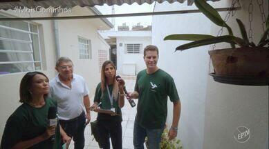 Confira a terceira visita do mutirão da dengue - Pedro e Cris visitam mais uma casa e dessa vez falam sobre os pratinhos dos vasos de plantas