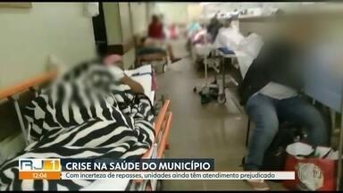 Atendimento permanece prejudicado nas unidades de Saúde do Rio - Equipe do RJ1 percorreu diversas unidades de saúde. A crise do município do Rio ainda parece longe de acaber, pacientes não conseguem atendimento médico.