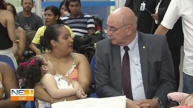 Ministro da Cidadania acompanha perícia de crianças com microcefalia e escuta reclamações - Pensão dura a vida inteira para as crianças que nasceram durante a epidemia de zika.