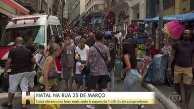 Paulistanos lotam rua de comércio popular no Centro de SP para compras de Natal - A Rua 25 de Março ficou lotada neste sábado. Lojista esperam por um milhão de pessoas.