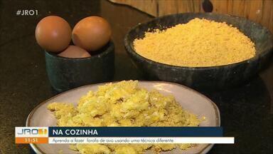 Na Cozinha: aprenda a fazer farofa com ovo com técnica diferente - Receita foi exibida no JRO1 deste sábado (14).