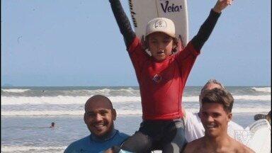 Vini Palma, de apenas oito anos, é campeão de evento de base promovido pela WSL - Garoto de Praia Grande venceu a competição sub-10 dentro da quarta etapa do Pro Junior, na praia de Mancora, no Peru. Foi sua primeira conquista internacional.