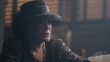 Emília se preocupa com Adelaide e pede ajuda ao Delegado Gusmões - A madame garante a Higino que descobrirá com quem Adelaide se encontra e oferece recompensa para o delegado caso ele descubra