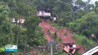 Quatro morrem em Campos e prefeitura decreta 3 dias de luto - Deslizamentos de terra por causa do solo molhado provocaram as mortes em 2 bairros da cidade.