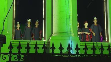 Crianças e adolescentes participam da Cantata de Natal, em BH - A Cantata de Natal no Palácio de Justiça uniu música e luzes