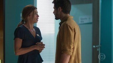 Paloma diz que Elias vai doar sangue no dia seguinte - Gabriela não gosta da notícia