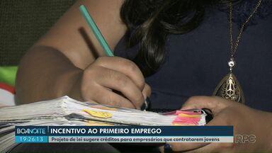 Projeto de lei incentiva contratação de jovens em empresas de Ponta Grossa - Proposta, aprovada na Câmara Municipal, sugere trocar créditos por contratações.