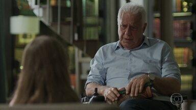 Alberto tenta animar Sofia - A pequenina está triste pelo amigo Peter