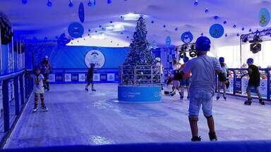 Atrações natalinas gratuitas chamam atenção em SP - O clima de Natal já se espalhou pelo centro da cidade, com atrações que vão do folclore a projeções tecnológicas.