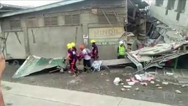 Terremoto de 6,8 de magnitude deixa mortos e feridos nas Filipinas - Prédios comerciais e casas desabaram, ruas e estradas ficaram interditadas. O epicentro do tremor foi a 60 quilômetros da cidade de Davao, em uma ilha ao sul da capital Manila.
