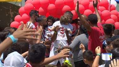 Jogadores do São Paulo participam de jogo beneficente em Jacareí - Bruno Alves e Reinaldo foram atrações da partida solidária.