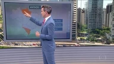 Veja a previsão do tempo para esta segunda (16) em todo o país - Temporais atingem as regiões Norte e Sul do país. No sul de Mato Grosso do Sul também estão previstos grandes acumulados de chuva.