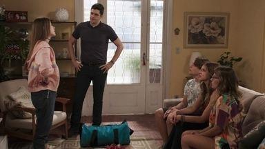 Anjinha decide fazer greve de fome - Marco e família ficam preocupados com essa nova situação
