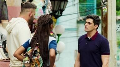 Marco pergunta para Madureira o motivo da desconfiança - O policial tenta se explicar para Jaqueline e Madureira