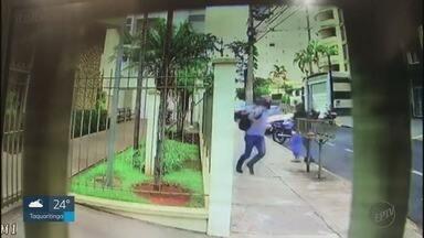 Troca de tiros durante tentativa de roubo deixa moradores com medo em Ribeirão Preto, SP - Um dos criminosos foi baleado, mas conseguiu fugir.