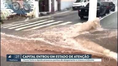 Chuva deixa capital paulista em Estado de Atenção; Veja previsão do tempo para quarta (18) - No Centro, Minhocão alagou e foi interditado.
