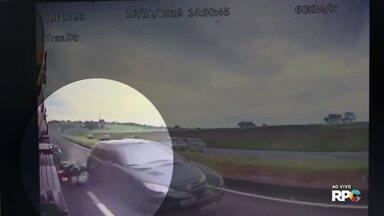 Vídeo mostra acidente que matou casal na BR 376 - Depois que o carro bateu na moto, os jovens foram atropelados pelo caminhão