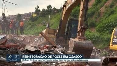 Defesa Civil de Osasco vai fazer laudo sobre riscos no que sobrou de casas demolidas - Demolição ocorreu depois de decisão da justiça que determinou reintegração de posse em área ocupada