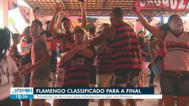 Torcedores manauaras do Flamengo celebram vitória do time - Equipe segue para a final do Mundial de Clubes.
