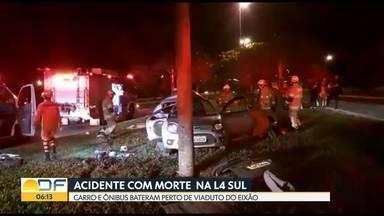 Mulher morre em acidente entre carro e ônibus na L4 Sul - Mulher de 32 anos era passageira de carro.