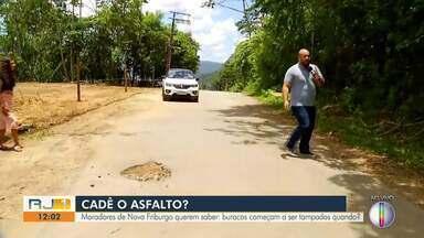 Moradores de Nova Friburgo questionam quando buracos vão começar a ser tapados - A Prefeitura anunciou a retomada dos serviços da usina de asfalto no início do mês.