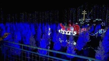 Natal de Sorocaba tem presépio e mais de quatro milhões de luzes - Uma área de 20 mil metros quadrados recebe um mar de lâmpadas e decoração. Um Cristo com 10 metros de altura recebe os visitantes.