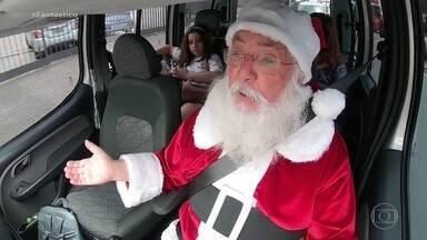 Papai Noel do Fantástico chega de trenó sobre rodas e faz surpresa para a criançada - Faltam três dias para o Natal e o Show da Vida embarca numa viagem cheia de magia a bordo do trenó encantado do Papai Noel! Mas desta vez ele vem através de um aplicativo.