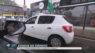 Reportagem mostra como o estresse causado pelo trânsito afeta a saúde dos motoristas - Pressão alta e crises de ansiedade foram alguns dos sintomas de quem passa muito tempo dirigindo.