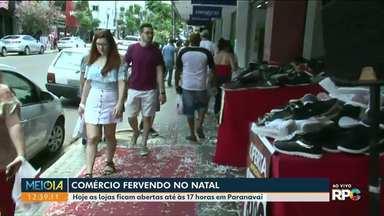 Compras de última hora lotam o centro de Paranavaí - Véspera de Natal aumenta o movimento no comércio do Noroeste.