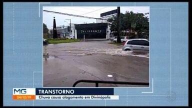 Alagamentos são registrados durante chuva e um muro é interditado em Divinópolis - Da noite de segunda (23) até a manhã desta terça-feira (24), choveu cerca de 43 milímetros na cidade, segundo meteorologista.