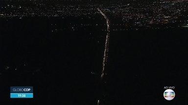 Trânsito fica intenso na BR-232 na véspera de natal - Via é uma das saídas do Recife para o Agreste.