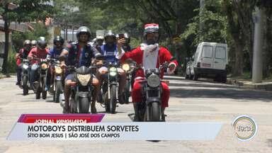 Motoboys distribuem picolés para crianças em São José - Ação solidária aconteceu nesta terça.