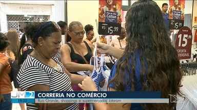 Lojas e supermercados lotam pelas compras de Natal em São Luís - Movimentação cresceu por conta das pessoas que foram em busca dos últimos presentes.