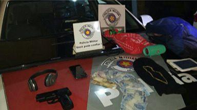 Polícia procura por dois suspeitos de roubar casa de uma família em Arujá - Um homem foi preso e passou por audiência de custódia hoje.