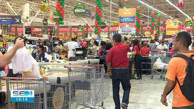 Estabelecimentos comerciais em Aracaju tiveram bastante movimento na véspera do Natal - Muita gente aproveitou para comprar o que estava faltando para a ceia ou ainda o presente natalino.