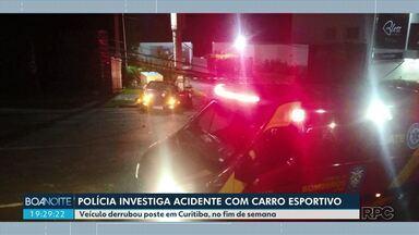 Acidente com carro de luxo derruba poste em Curitiba - Polícia investiga se o motorista é o mesmo que aparece em vídeos de manobras perigosas na capital
