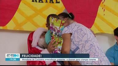Moradores de Cachoeiro arrecadam presentes e doam para crianças carentes, no ES - Voluntários também se empenharam em organizar uma festinha e levar um Papai Noel.