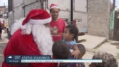Atletas solidários fazem a alegria das crianças em cidades da Baixada Santista - Todos os voluntários praticam Biathlon e presenteiam crianças da região.