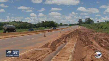 Trânsito segue interditado por excesso de lama na BR-491, entre Varginha e Três Corações - Trânsito segue interditado por excesso de lama na BR-491, entre Varginha e Três Corações