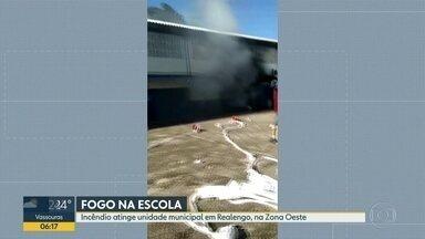 Incêndio atinge escola municipal em Realengo - Fogo destruiu sala de Educação Física.