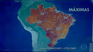Penúltimo dia do ano começa abafado em todo o Brasil - Até agora, mês de dezembro foi mais quente que o normal em várias regiões. Tiago Scheuer conta como fica a previsão do tempo no país.