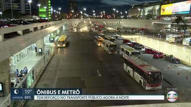 Transporte público recebe reforços para noite de Ano Novo - O metrô será estendido e mais ônibus com destino à Rodoviária do Plano Piloto devem circular.